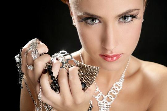 woman_golden_Jewelry