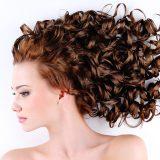 Догляд та зачіски для кучерявого волосся