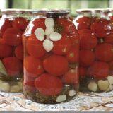 Простий рецепт маринованих помідорів