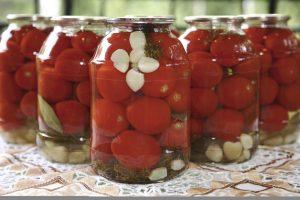 Мариновані помідори