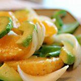 Французький салат з апельсином і авокадо