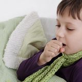 """Як лікувати кашель у дітей: """"народними"""" засобами чи аптечними препаратами?"""